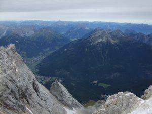 Blick von der Zugspitze_Wanderung Reintal auf die Zugspitze