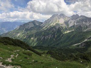Krumbacher Höhenweg zur Mindelheimer Hütte_Blick ins Warmatsgundtal