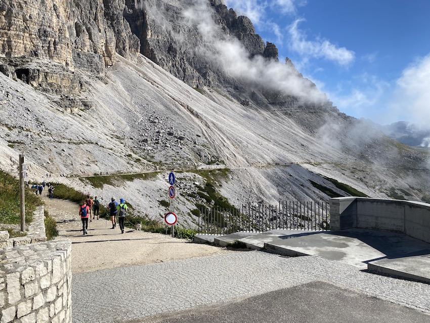 Start der Wanderung um die 3 Zinnen bei der Auronzohütte